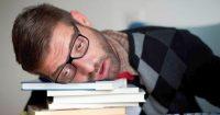 Kā pārdzīvot dienu pēc negulētas nakts